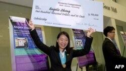 Анжела Чжэн с призом
