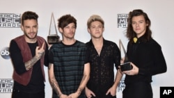 Liam Payne, from left, Louis Tomlinson, Niall Horan and Harry Styles of One Direction pose in the press room with the award for artist of the year at the American Music Awards at the Microsoft Theater on Nov. 22, 2015, in Los Angeles.