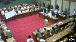 Rapat internal Komisi XI DPR (26/3) menyetujui Agus Martowardojo sebagai Gubernur Bank Indonesia (BI) periode 2013-2018 (foto: VOA/Andylala).