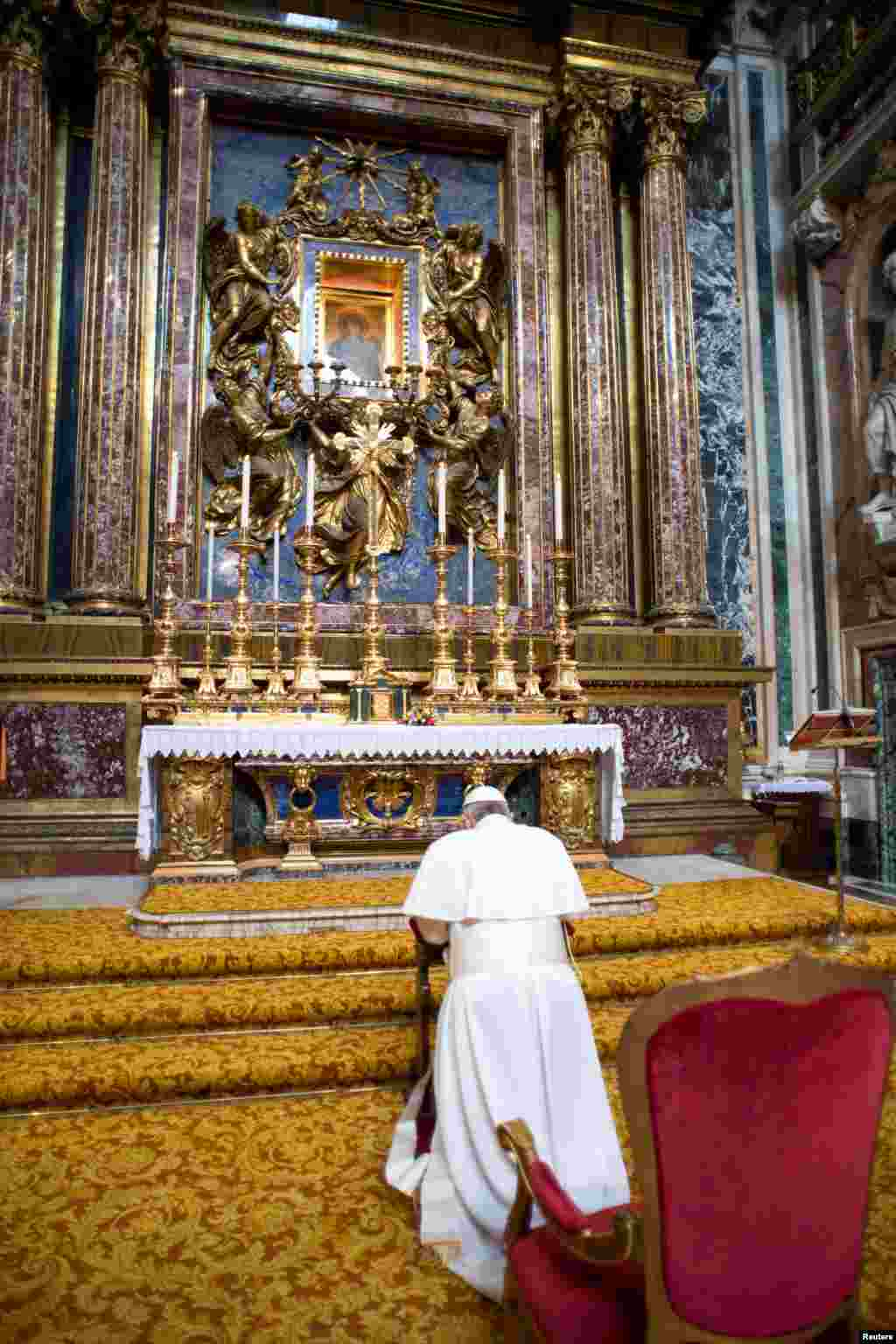 Newly elected Pope Francis prays before an icon of Mary during a private visit to the Basilica of Santa Maria Maggiore, in a photo released by Osservatore Romano in Rome, March 14, 2013.