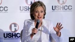 La precandidata presidencial Hillary Clinton también dijo que legalizar a los indocumentados ofrecerá un mercado de trabajo más eficiente y los trabajadores indocumentados dejarían de ser explotados.