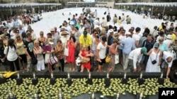 巴厘島爆炸案的數百名幸存者和死難者家屬星期五聚集在印度尼西亞旅遊勝地巴厘島參加爆炸案10週年紀念活動。