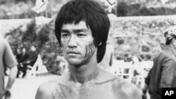 Lý Tiểu Long, một cảnh trong phim Enter the Dragon năm 1973