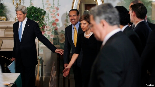 U.S. Secretary of State John Kerry (L) arrives with Qatar's Prime Minister Sheikh Hamad bin Jassim al-Thani (2nd L) at a meeting with members of the Arab League at Blair House in Washington Apr. 29, 2013.