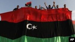 ພວກປະທ້ວງຊາວລີເບຍ ໂຮມຊຸມນຸມຕໍ່ຕ້ານທ່ານ Gadhafi ທີ່ເມືອງ Misrata (6 ກໍລະກົດ 2011)