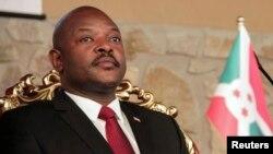 Tổng thống Burundi Pierre Nkurunziza định ra tranh cử cho nhiệm kỳ thứ ba, một hành động không hoàn toàn phù hợp với hiến pháp.