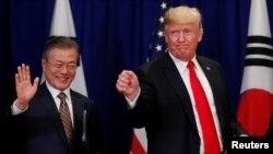 Tư liệu: TT Mỹ Donald Trump và TT Hàn quốc Moon Jae-in sau khi ký hiệp định thương mại tự do Mỹ-Hàn bên lề kỳ họp lần thứ 73 của Đại Hội đồng LHQ ở New York, ngày 24/9/2018.