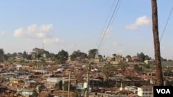 Un bidonville au Kenya, le 1 juin 2016. (VOA/Ombuor)