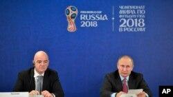 블라디미르 푸틴 러시아 대통령과 잔니 인판티노 FIFA 회장이 지난 3일 소치에서 월드컵 준비 상황에 관한 기자회견을 열었다.