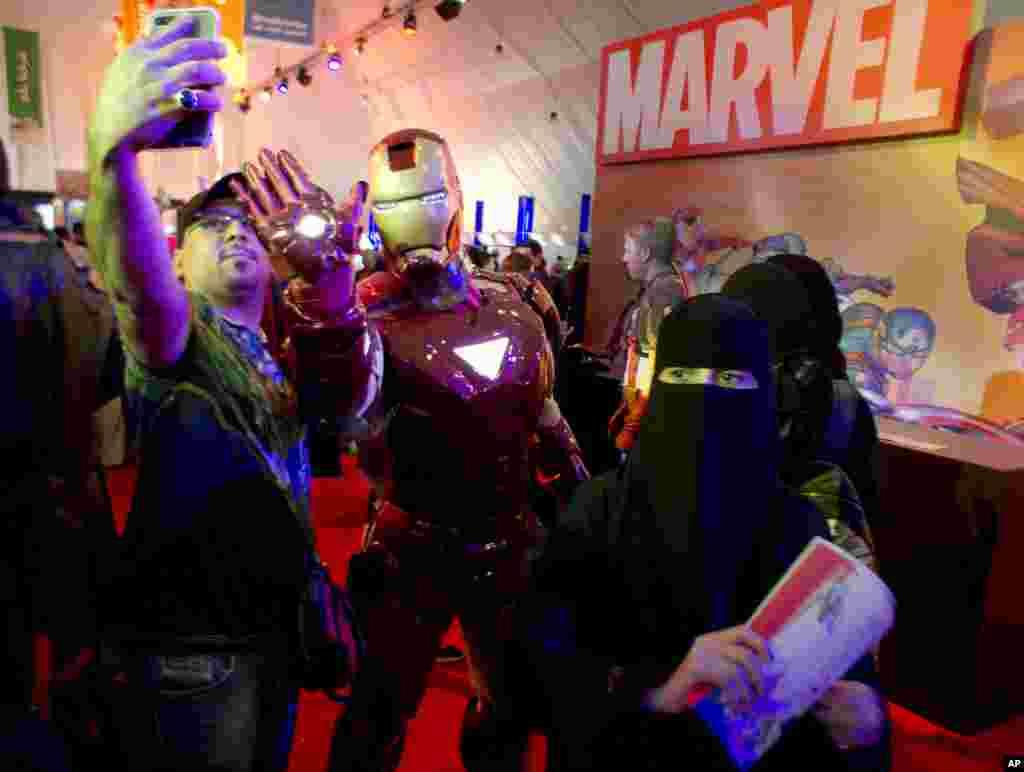 """برگزاری اولین کنفرانس """"کامیک کان"""" (Comic Con) یا گردهمایی هواداران کتابهای تصویری، در عربستان سعودی."""