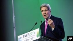Ông Kerry nói Washington sẽ không để cho các quốc gia dễ bị tổn thương nhất bị tác động bởi thời tiết khắc nghiệt và các ảnh hưởng khác của hiện tượng biến đổi khí hậu.
