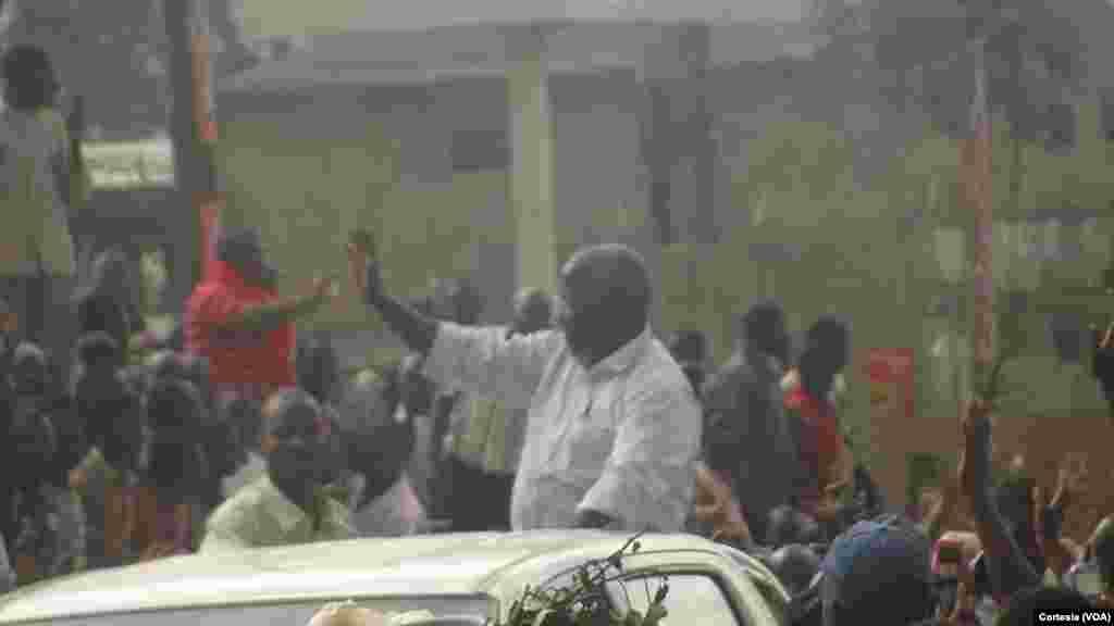 Chegada de Afonso Dhlakama, líder da RENAMO, a Maputo. Moçambique, Setembro 3, 2014.