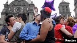 Congregación de la comunidad LGBT en Puebla, México, en la celebración del Día Internacional contra la Homofobia.