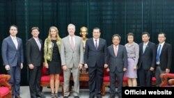Chủ tịch UBND Đà Nẵng Huỳnh Đức Thơ tiếp Đại sứ Hoa Kỳ Ted Osius, ngày 8/9/2017 (Ảnh: Cổng thông tin Đà Nẵng)