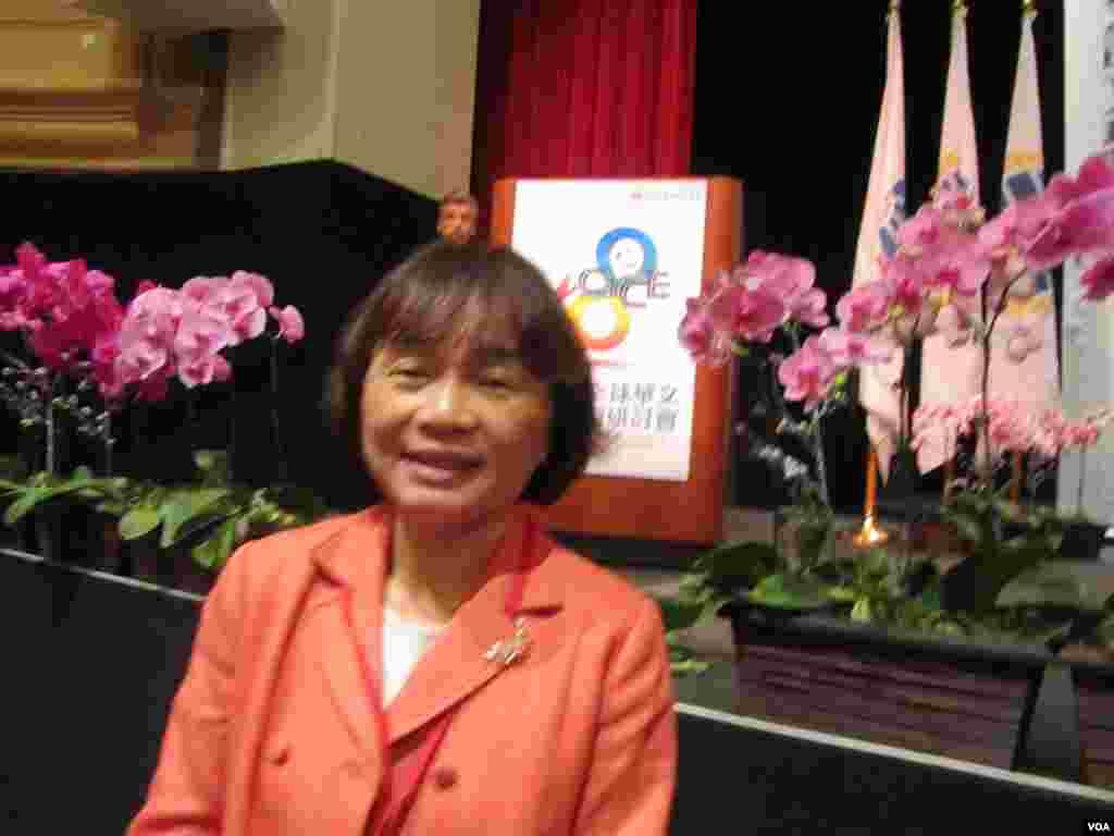 魏瑞琴博士在美国帕萨迪纳市立学院教授中文