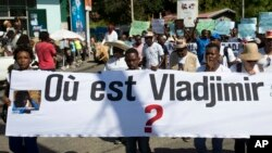 "Reporters hold a banner with a question that asks in French: ""Where is Vladjimir?"" as hundreds of journalists marched to demand an investigation into why the 30-year-old photojournalist Vladjimir Legagneur vanished while on assignment, in Port-au-Prince, Haiti, March 28, 2018."