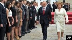 Путін з дружиною після інавгурації. (AP)