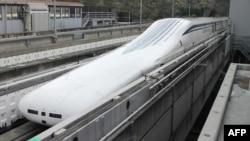 Kereta magnet atau 'magnetic levitation' (maglev) yang diuji Jepang di dekat Gunung Fuji (foto: ilustrasi).