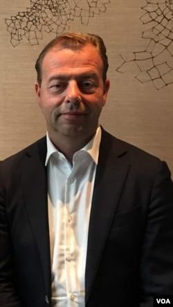 荷兰Talpa公司首席执行官Pim Schimitz在北京。 (美国之音叶兵拍摄)