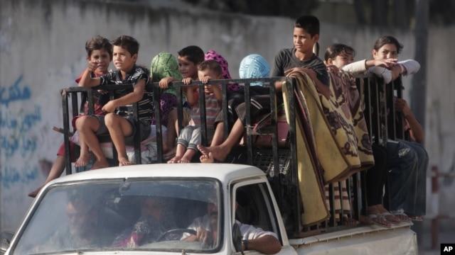 Palestinians return to their homes in Gaza City's Shijaiyah neighborhood Aug. 27, 2014.