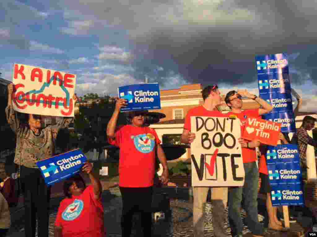 Supporters of Hillary Clinton and Tim Kaine hold signs near Longwood University in Farmville, Va., where the debate was held. (K.Gypson/VOA)