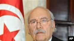 O líder do Parlamento, Fouad Mebazza foi empossado no cargo de presidente interino