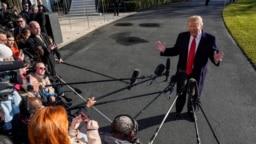 Ông Trump trao đổi với các phóng viên hôm 6/1.
