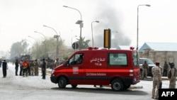 14일 이라크 수도 바그다드의 폭탄 공격 현장에 도착한 구급차.