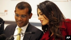 British lawyer Amal Clooney, right, talks with former Maldives president Mohamed Nasheed during a press conference in London, Monday, Jan. 25, 2016.