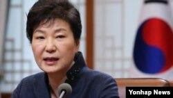 박근혜 한국 대통령이 7일 청와대에서 열린 수석비서관회의를 주재하고 있다.
