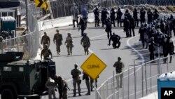 میکسیکو کی سرحد سے غیر قانونی تارکین وطن کا داخلہ روکنے کے لیے سیکیورٹی فورسز تعینات۔ 25 نومبر 2018