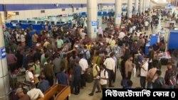 ঢাকা বিমানবন্দরে যাত্রীদের ভিড় - ফটো- নিউজটোয়ান্টি ফোর
