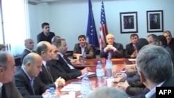 Partitë politike në Kosovë vazhdojnë debatet për tejkalimin e situatës