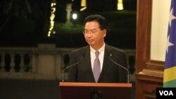 台灣外交部長吳釗燮2019年9月9日在台北賓館與所羅門群島外長出席一場記者會。(美國之音林楓拍攝)