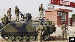 터키 내 시리아 접경 지역인 알카칼레에 배치된 터키군 장갑차.
