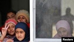 星期二在與敘利亞邊境附近的約旦馬弗拉克城的一個難民營裡的兒童