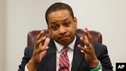 El reemplazo del gobernador de Virginia sería el teniente Justin Fairfax. Recientemente una acusación de acoso salió a luz.