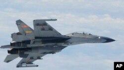 Pesawat jet Sukhoi Su-27 (Flanker) yang mencegat pesawat pengintai AS di utara Polandia (foto: dok).