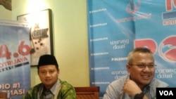 Bupati Tasikmalaya, Ruzhanul Ulum (kiri) dan Komisioner KPU Pusat Arief Budiman (kanan) dalam acara diskusi mengenai pro kontra calon tunggal dalam Pilkada serentak 2015. Diskusi berlangsung di Jakarta, Sabtu (08/08/2015). (VOA/Iris Gera)
