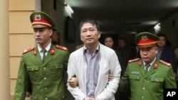 Trịnh Xuân Thanh, cựu chủ tịch Tổng công ty Xây lắp Dầu khí (PVC), bị tuyên án tù chung thân về cáo buộc cố ý làm trái quy định của Nhà nước về quản lý kinh tế gây hậu quả nghiêm trọng, và tham ô tài sản.