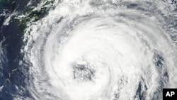 """9月1号美国宇航局卫星在西太平洋上拍摄到热带风暴""""塔拉斯""""的活动"""
