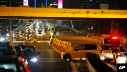 Binh sĩ Thổ Nhĩ Kỳ chặn cầu Bosporus, Istanbul hôm thứ Sáu, 15 tháng 7 năm 2016.