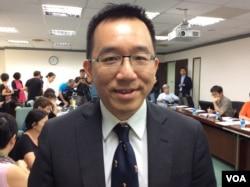 新台湾国策智库执行长陈致中2017年6月20日在巴拿马断交与台湾国家定位民调记者会上(美国之音记者申华 拍摄)