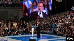 Mariano Rajoy se convirtió en el nuevo presidente de España además de otorgar al Partido Popular la mayor victoria de la historia con 186 escaños en el Congreso de los diputados, una mayoría absoluta.