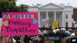 Una protesta frente a la Casa Blanca en Washington el 20 de junio del 2018 en contra de la política del gobierno de Donald Trump de separar a familias de inmigrantes en la frontera.