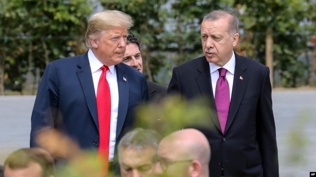 美國總統川普與土耳其總統埃爾多安在北約峰會上(2018年7月11號資料照)