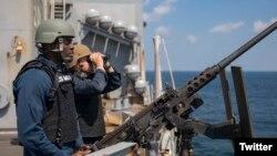 Marinir Pelaut AS saat transit di Selat Hormuz, 11 Maret 2019. (Foto: Courtesy/Twitter)