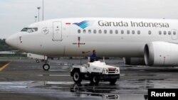Pesawat Boeing 737 Max milik Garuda Indonesia (foto: ilustrasi). Perusahaan Rusia menuduh Boeing menyembunyikan masalah yang ada pada pesawat 737 Max.
