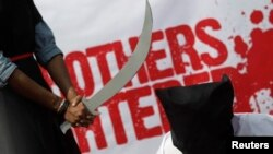 Para aktivis HAM di Bangladesh melakukan aksi teatrikal memrotes pelaksanaan hukuman mati di Arab Saudi (foto: ilustrasi).