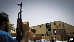 تصرف یک شهر عمدۀ لیبیا توسط شورشیان